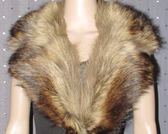 "Très beau collet cranté de fourrure  vintage de chat sauvage / Vintage beautiful notched raccoon fur collar   42"" X 3"""
