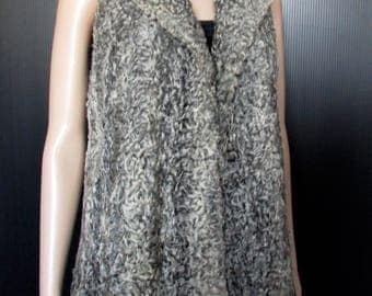 Jolie veste de fourrure de mouton frisé gris et collet de vison noir/vintage  beautiful  gray curly lamb fur vest/black mink collar