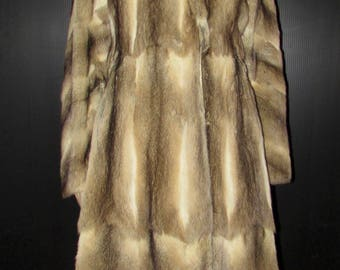 Vintage très  joli  manteau de véritable fourrure de bassarisk/ Vintage beautiful real bassarisk fur coat  SIZE SMALL  BUST 38