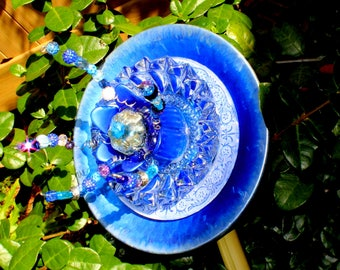 Ice Blue Beauty Big n Bold! Glass Garden Flower! Sparkle & Blue add's a touch Brilliant Color to any Garden. Glass Garden Art, Sun Catcher.