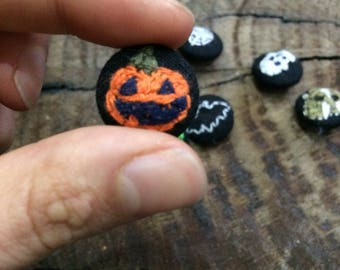 Embroidered Jack O' Lantern - Carved Pumpkin -  Halloween Button/Pin