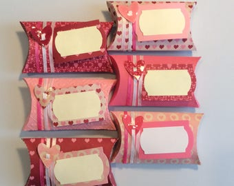 Tiny pillow boxes great for party favours. Customisable