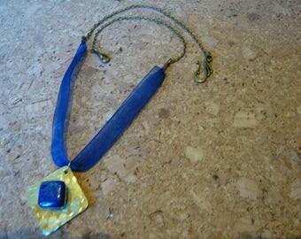 crew neck chain bronze, brass and lapis lazuli organza