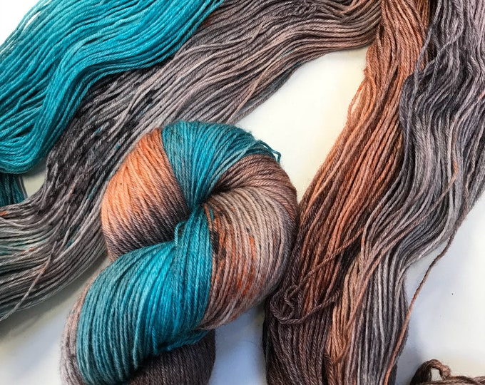 """100g British Blue Faced Leicester Yarn 4 ply, fingering, sock, hand dyed in Scotland, """"Dusky Flamingo"""""""