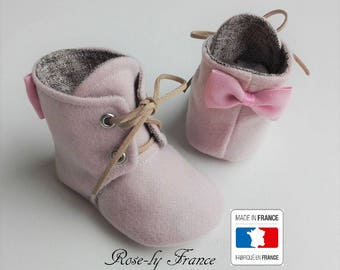 Pretty and pink wool baby booties bow