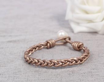 Leather pearl bracelet, Pearl leather bracelet, Pearl bracelet, Gold leather bracelet, White pearl bracelet, Bridesmaid pearl bracelet