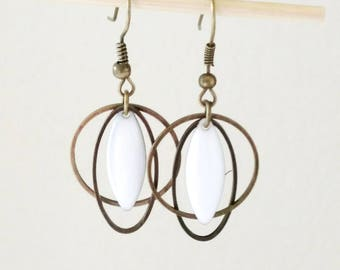Earrings graphic oval, circle and shuttle email two-sided white pure spring