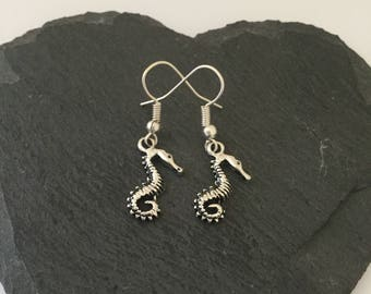 Seahorse earrings / seahorse jewellery / animal earrings / animal jewellery / animal lover gift
