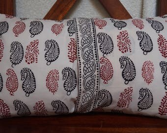 Set red and black 13: Cushion cover 30x50cm (12 x 20 inches), printed Indian cotton. Red and black patterns. Black pattern border.
