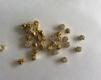 Set of 100 rhinestone studded 5 mm gold colored Crystal
