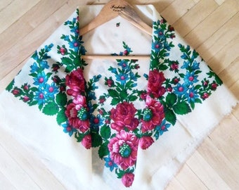 Vintage Ukrainian shawl, Floral scarf, made in USSR,  folk russian shawl, russian shawl, pure wool,Floral russian shawl, Flowers on shawl