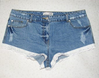 Size 12 vintage 70s customised festival hotpant shorts broderie anglaise (IA73)