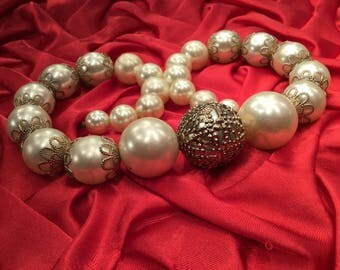 Graduated Faux Pearl Beaded Necklace