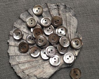 20 vintage 13mm shell buttons