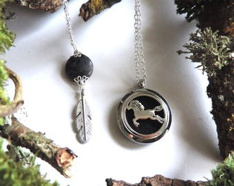 "Necklace ""aromatic"" horse: diffuser of fragrance or essential oils, black felt, labradorite gemstone, feather"