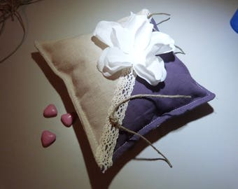 Ring pillow in linen and purple cotton