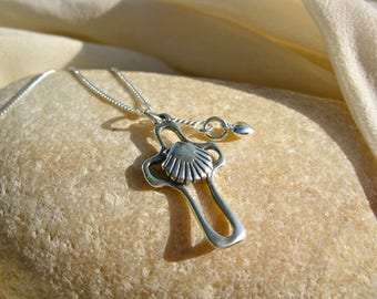 Camino necklace with cross, scallop shell and heart - Santiago