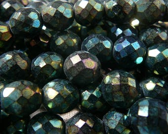 Faceted - set of 5 - Green iridescent beads