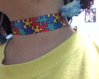 Colorful puzzle choker