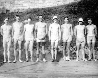 "1910-1915 Yale Varsity Crew Vintage Photograph 8.5"" x 11"""