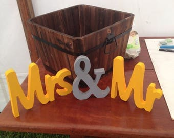 Wooden Mr & Mrs sign/Wedding sign/Mr and Mrs sign/Wooden sign