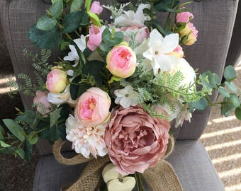 Modern, traditional country boho style wedding bouquet