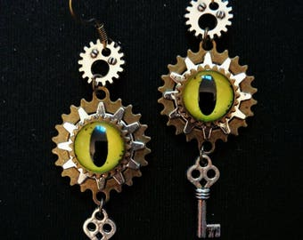 Eye and gears steampunk earrings
