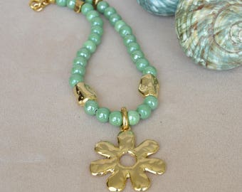 Necklace in ceramic green water and beads in Zamak.