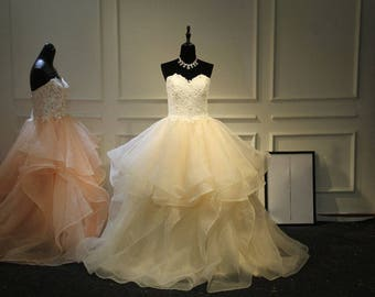 Stylish Sweetheart Wedding Dress With Layered Ruffle Skirt