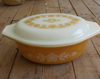Vintage Pyrex Butterfly Gold Covered Casserole 043 1.5 Qt with Lid