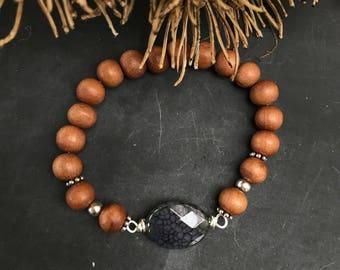 Beautiful handmade elastic bracelet made of sandalwood & gemstone agate crackle.