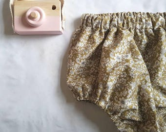 Green woodland floral bloomers