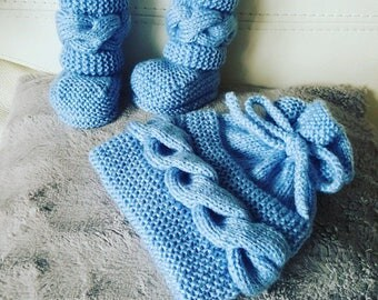 Set hat and booties baby boots
