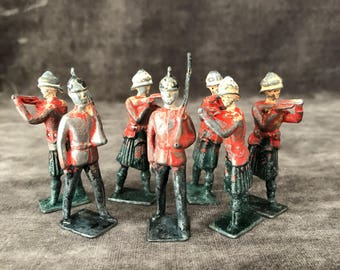 Vintage lead die cast soldiers army men red coat British Britians napoleonic highlanders highlands