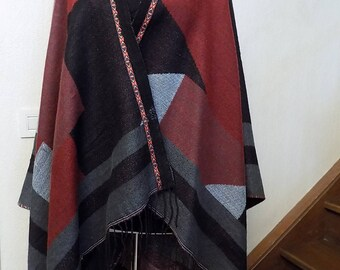 Multicolored acrylic and wool Cape