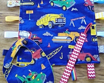 3 piece set, 12×12 sensory blanket,drool bib and pacifier clip