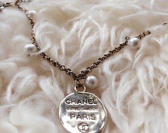 Cc Logo Gold Charm Pearl Chain Necklace