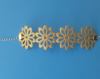 pretty and lightweight this fancy flower 40mm Ribbon Bracelet