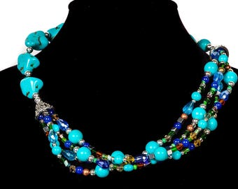 El Reto.  Collar de Piedras variadas colores turquesas, marrones verdes.  Very stylish and elegant necklace