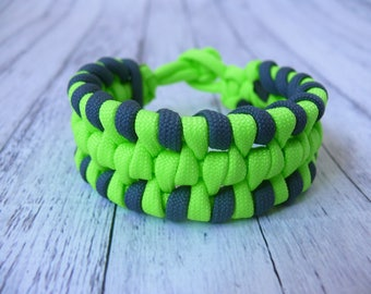 Paracord bracelet Men's Survival Bracelet Gift for a men  for Men Gift for a father or guy Green bracelet for men bracelet 550 paracord cord