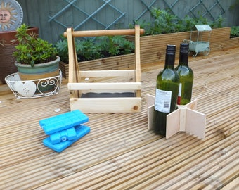 SOLID WOOD HANDMADE 6 bottle drinks carrier supplied with 3 freezer packs to keep drinks cold for hours