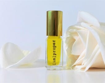 Botanical Rose Sandalwood Natural Perfume Oil // Roses & Cream Fragrance