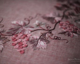 Linen tablecloth with hand embroidery. Pink linen tablecloth. Natural linen tablecloth. Elegant tablecloth. Unique tablecloth. Grapes.
