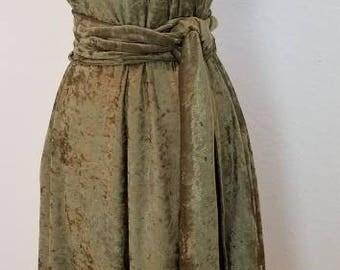 Women's Sleeveless Green Velvet Panne V-neck Dress with Sash Belt