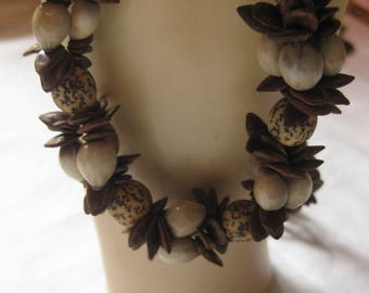 Vintage Appleseed beaded Necklace