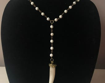 Marble bead with dropdown tooth