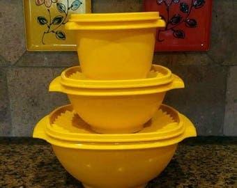 Vintage Tupperware 3 Bowls with matching Sunburst lids