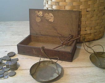 ANTIQUE FINGER SCALES and box