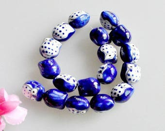 2 pretty beads, Royal Blue OWL pendants electric and decorative Golden 16 * 14mm