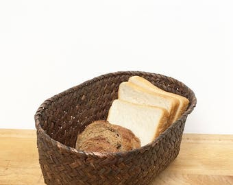Storage or presentation straw bread basket